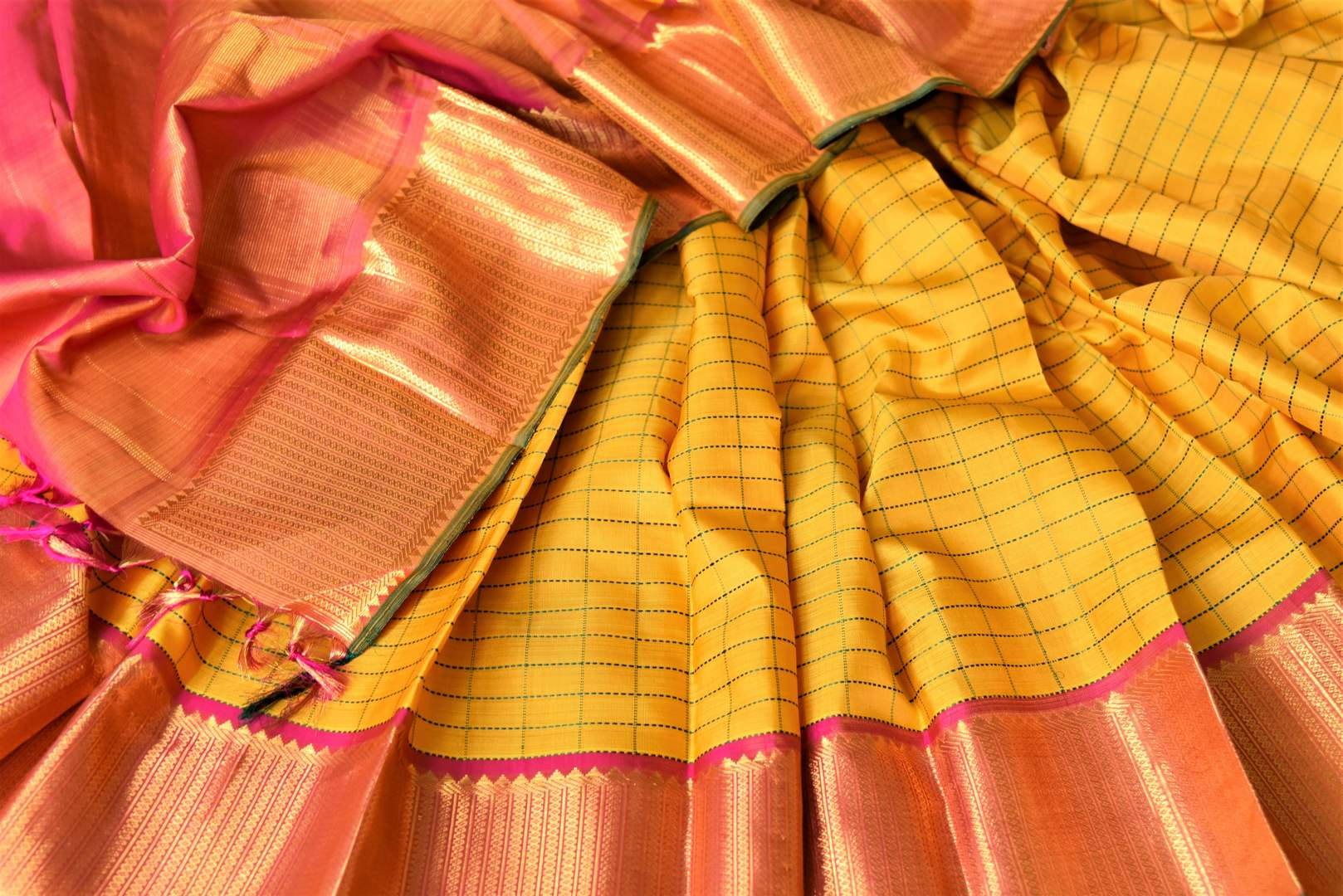 Beautiful yellow check Kanjivaram saree for online shopping in USA with golden zari border. Buy exquisite Kanchipuram silk sarees from Pure Elegance Indian clothing store in USA for weddings and festive occasions.-details