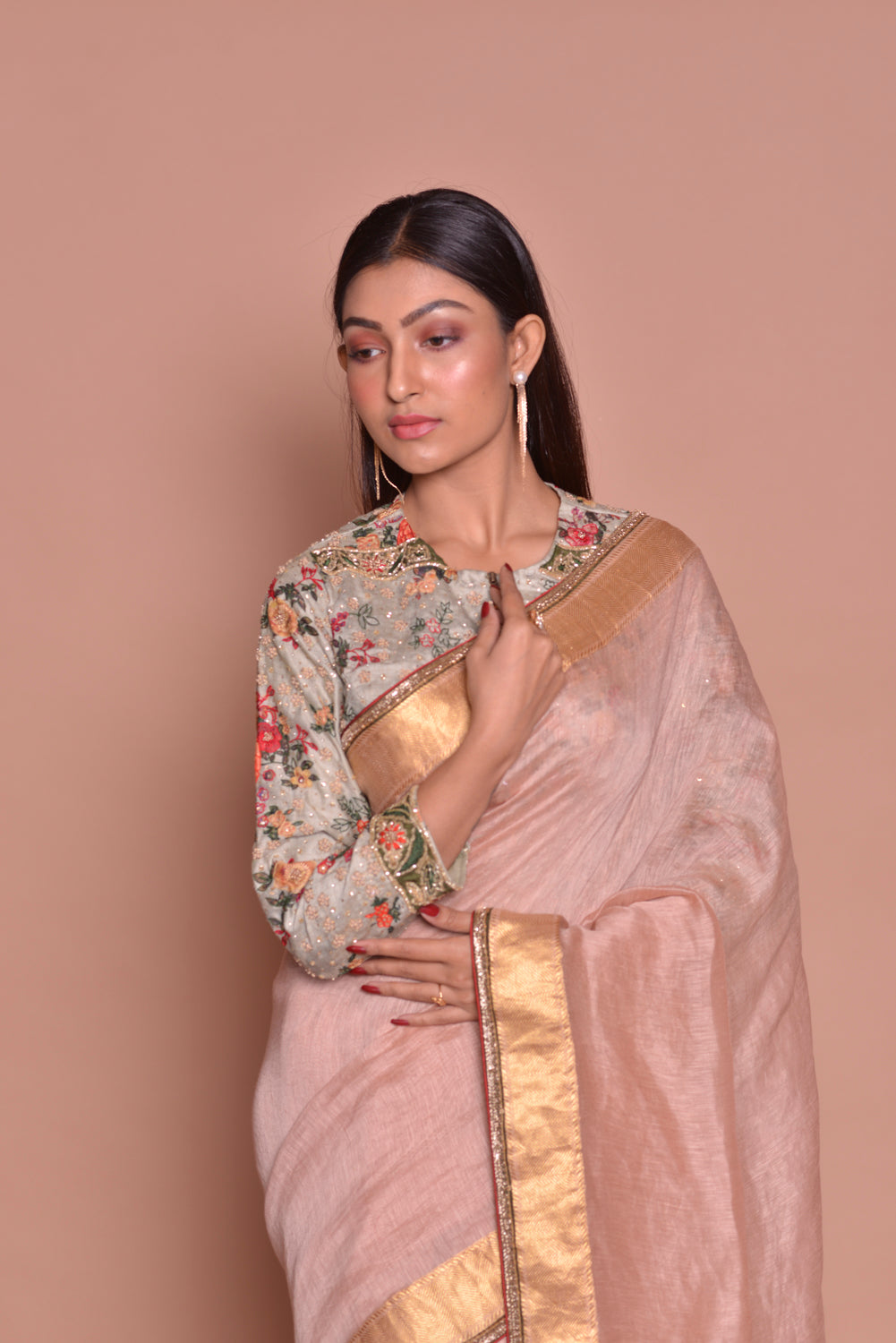 Shop elegant dusty pink saree online in USA with zari border and printed and embroidered blouse. Be occasion ready with exquisite range of designer sarees with blouse, bridal sarees from Pure Elegance Indian boutique in USA.-closeup
