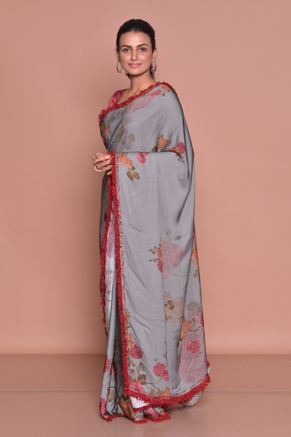 Shop stunning grey floral print saree online in USA with maroon embroidered saree blouse. Be occasion ready with exquisite range of designer sarees with blouse, bridal sarees from Pure Elegance Indian boutique in USA.-side