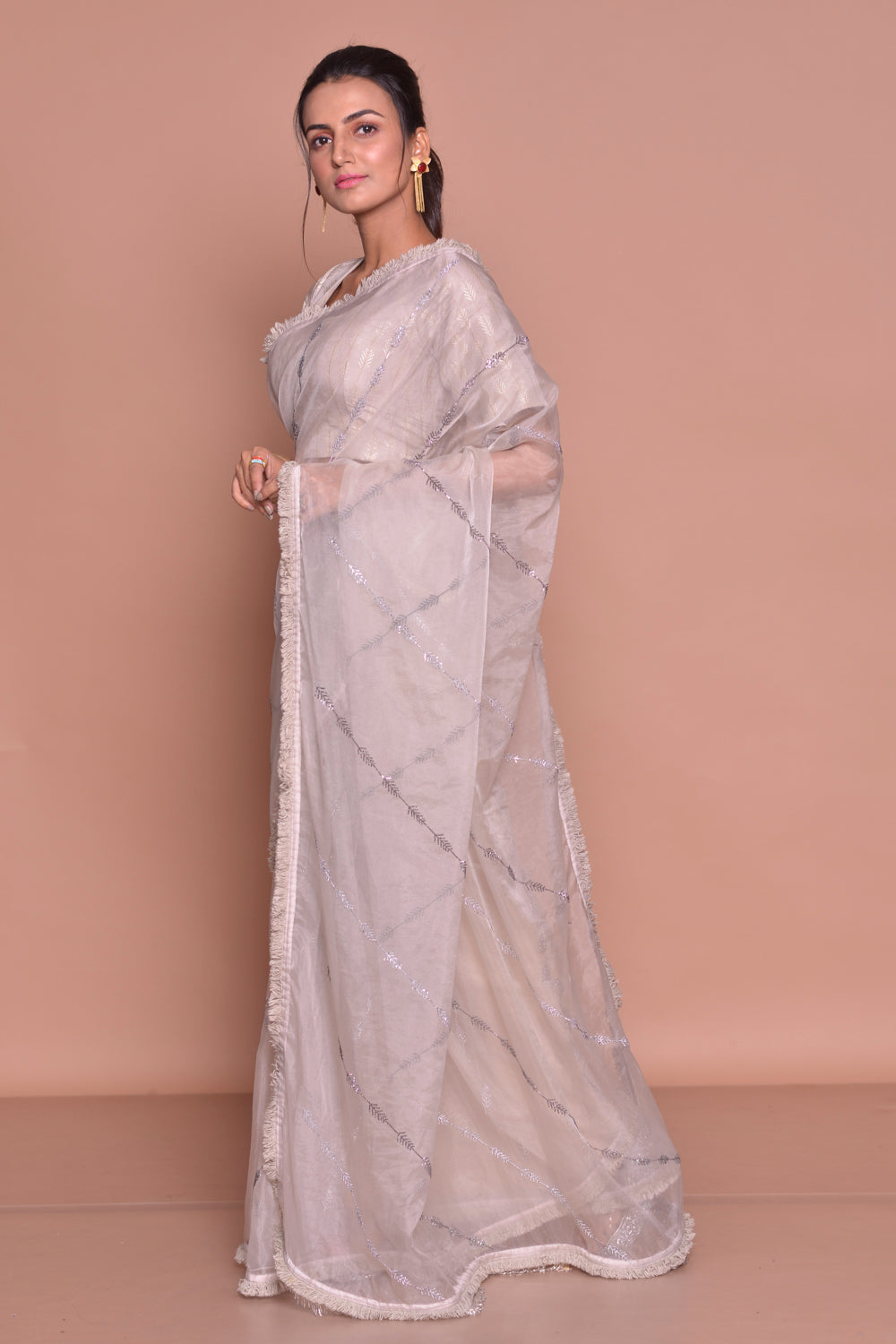 Buy elegant light grey embroidered organza silk saree online in USA with saree blouse. Look fashionable on special occasions in contemporary sarees, designer sarees with blouse, embroidered saris from Pure Elegance Indian luxury clothing store in USA.-side