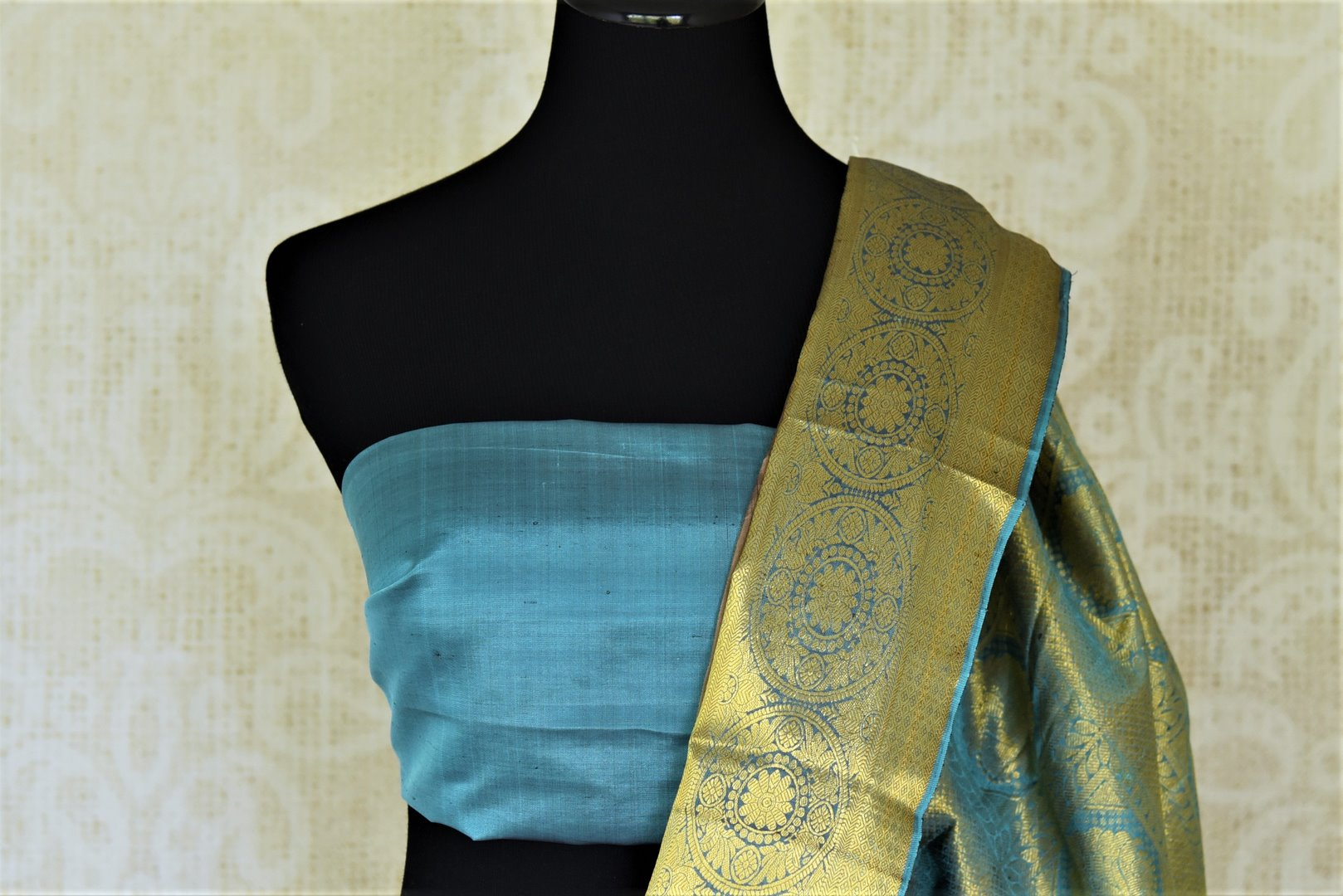 Buy stunning dark grey Kanjivaram sari online in USA with blue zari border. Look beautiful on weddings with exquisite Kanjivaram sarees from Pure Elegance Indian fashion store in USA. Get spoiled for choices with a myriad of pure silk sarees, Kanjeevaram saris available online.-blouse pallu