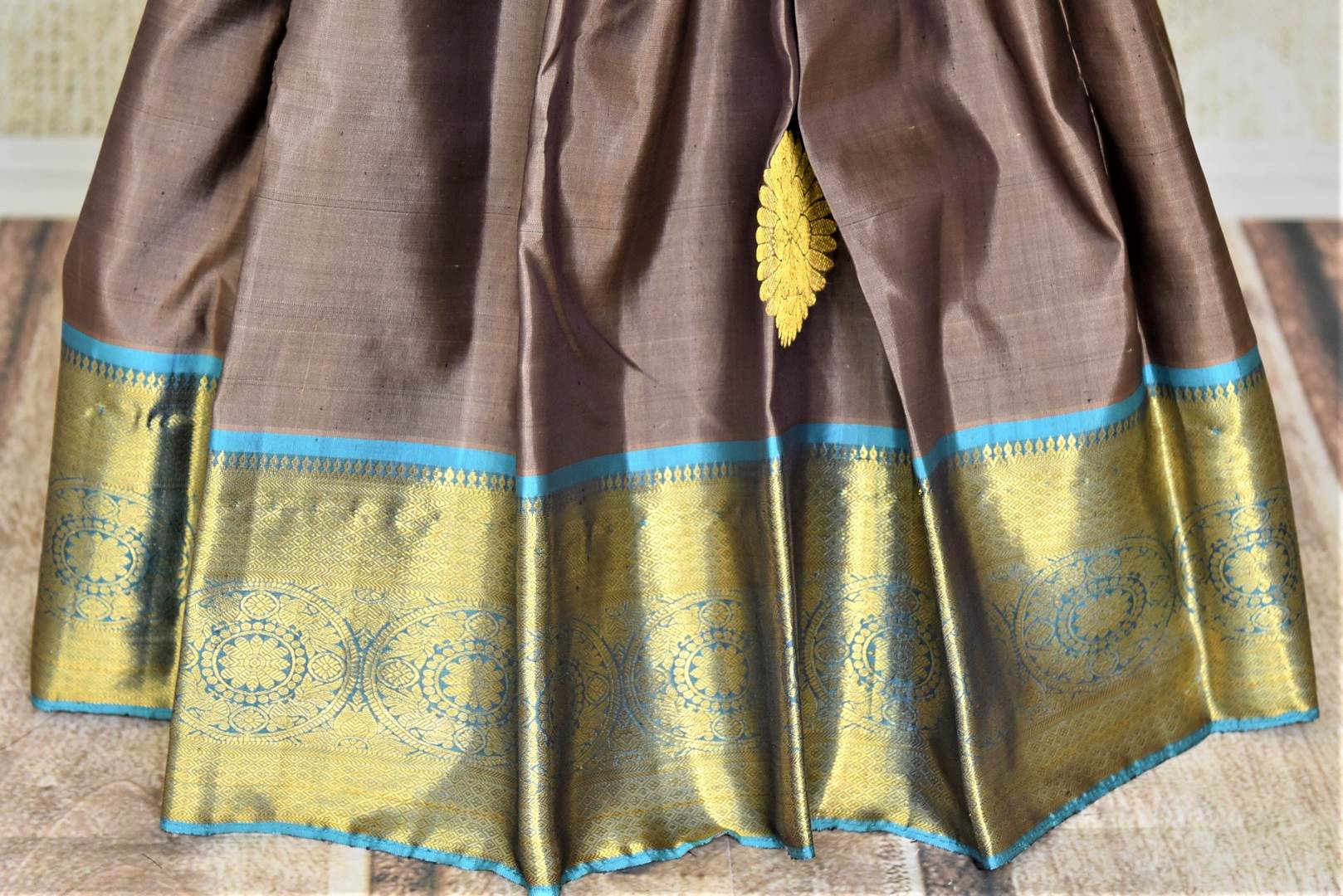 Buy stunning dark grey Kanjivaram sari online in USA with blue zari border. Look beautiful on weddings with exquisite Kanjivaram sarees from Pure Elegance Indian fashion store in USA. Get spoiled for choices with a myriad of pure silk sarees, Kanjeevaram saris available online.-pleats