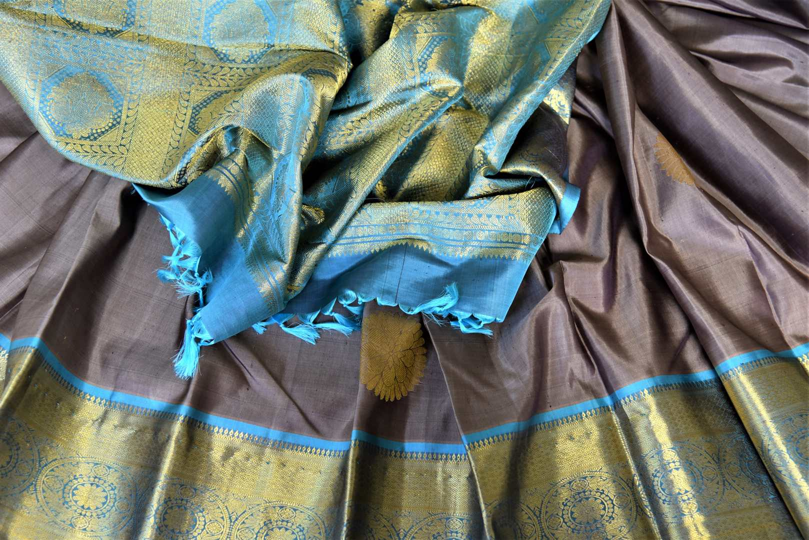 Buy stunning dark grey Kanjivaram sari online in USA with blue zari border. Look beautiful on weddings with exquisite Kanjivaram sarees from Pure Elegance Indian fashion store in USA. Get spoiled for choices with a myriad of pure silk sarees, Kanjeevaram saris available online.-details