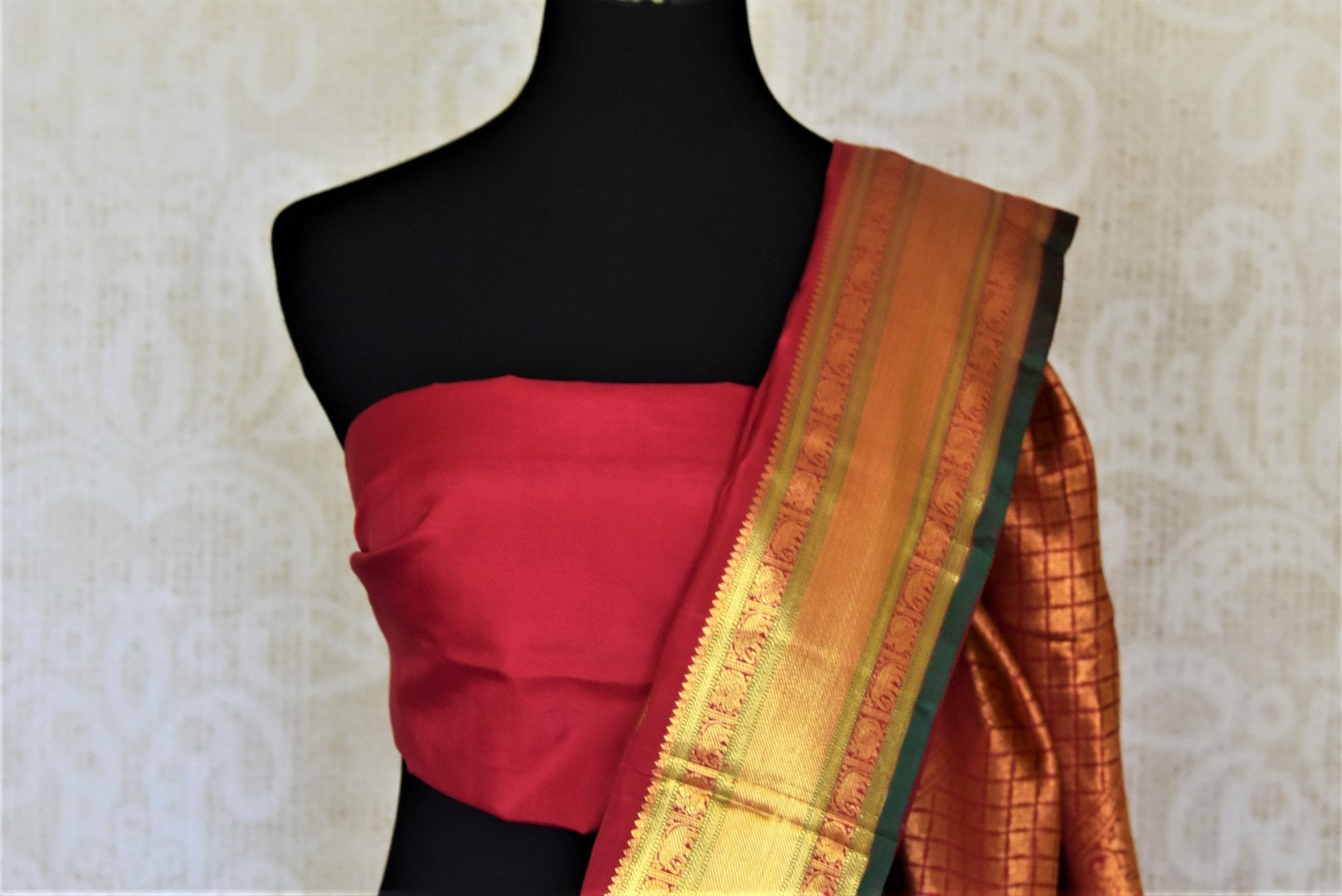 Shop beautiful blood red Kanjeevaram sari with golden zari border online in USA. Add spark to your festive style with beautiful Kanchipuram silk sarees in USA from Pure Elegance Indian fashion store.-blouse pallu