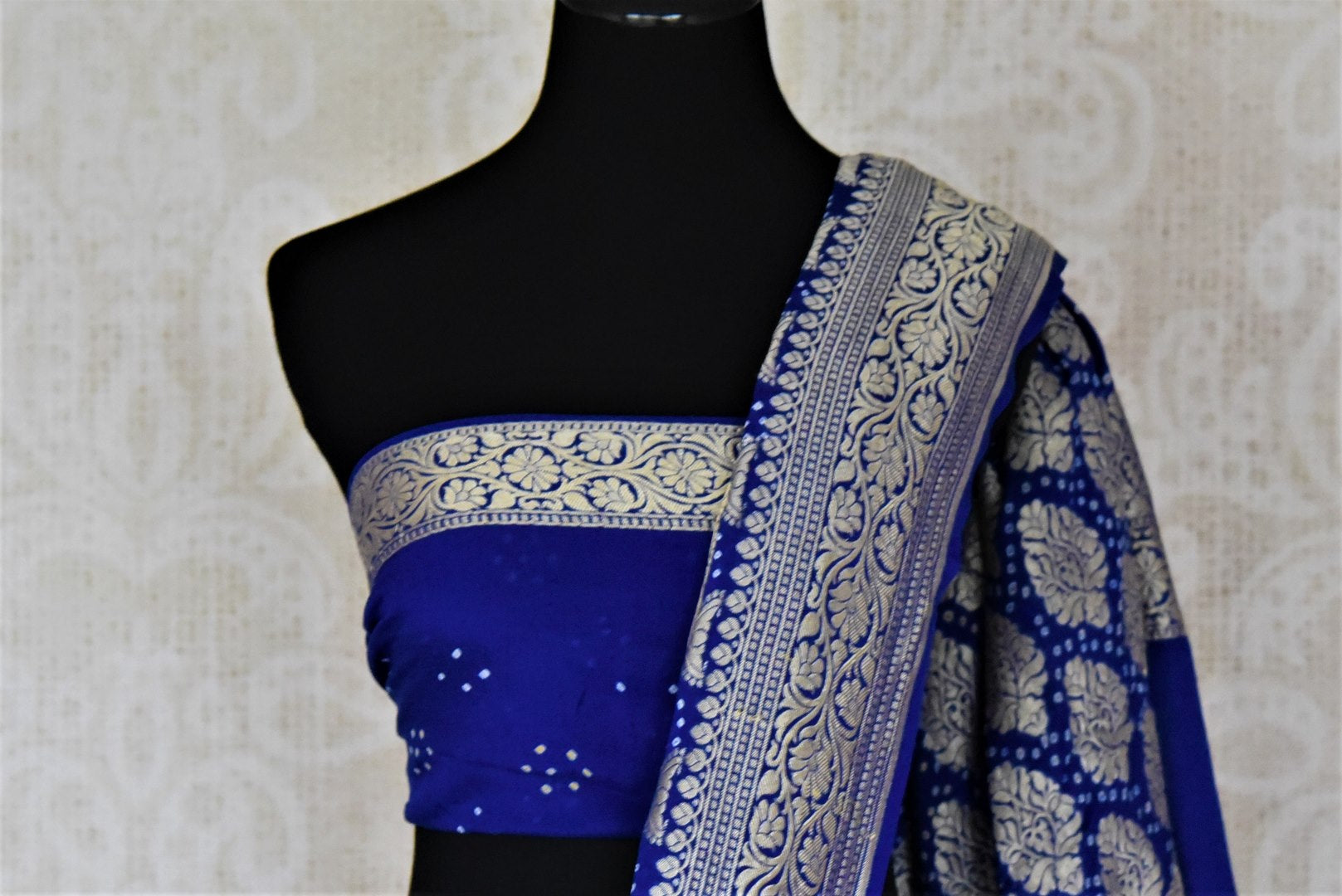 Buy stunning ombre blue bandhej georgette Banarasi sari online in USA. Spread your ethnic charm on special occasions with traditional Banarasi sarees, bandhej sarees, georgette sarees from Pure Elegance Indian fashion store in USA.-blouse pallu