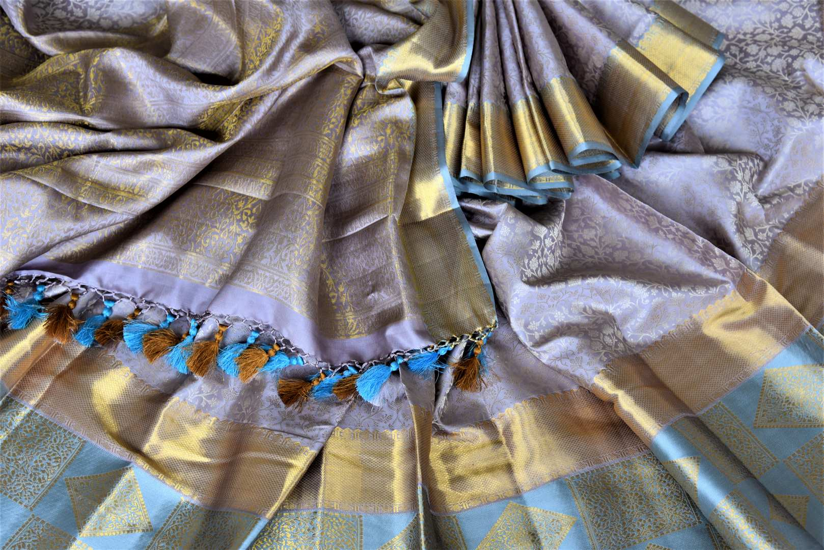 Shop beautiful grey Kanjeevaram saree online in USA with blue border. Look rich and traditional in zari work sarees, Kanchipuram silk sarees, handwoven sarees from Pure Elegance Indian fashion boutique in USA. We bring a especially curated collection of ethnic sarees for Indian women in USA under one roof!-details