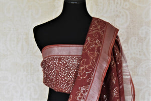 Shop stunning maroon color foil print linen sari online in USA. Keep it light yet festive on special occasions with beautiful handwoven saris, linen sarees from Pure Elegance Indian fashion store in USA.-blouse pallu
