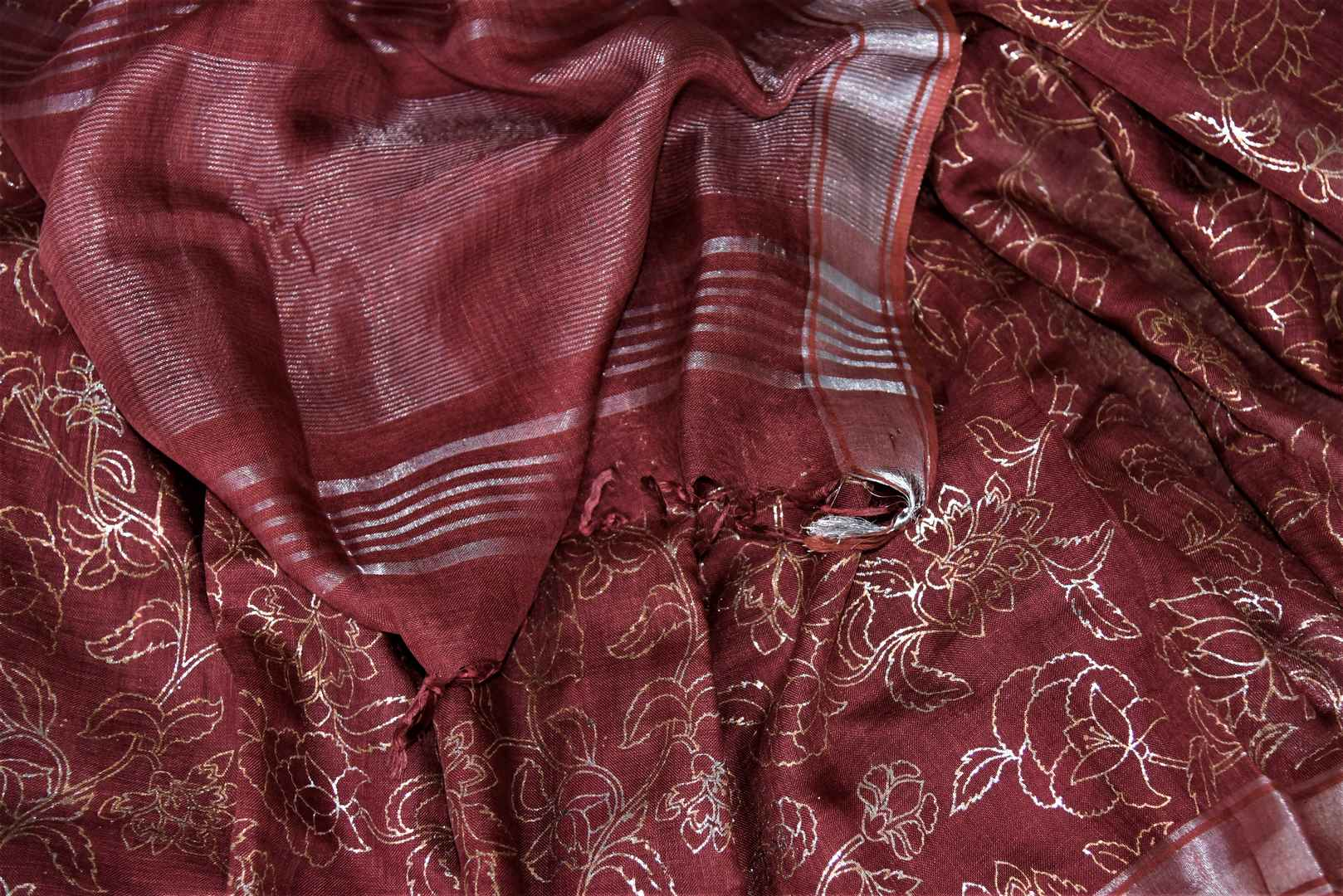 Shop stunning maroon color foil print linen sari online in USA. Keep it light yet festive on special occasions with beautiful handwoven saris, linen sarees from Pure Elegance Indian fashion store in USA.-details