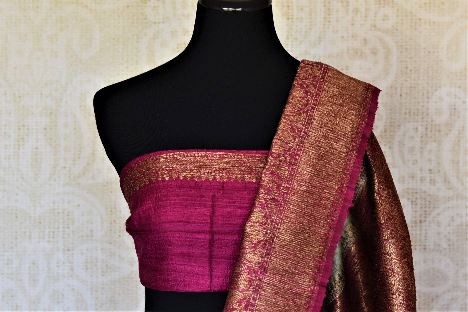 Shop mint green tussar Benarasi saree online in USA with magenta antique zari border. Keep your ethnic style updated with latest designer saris, handloom sarees, pure silk sarees from Pure Elegance Indian fashion store in USA.-blouse pallu