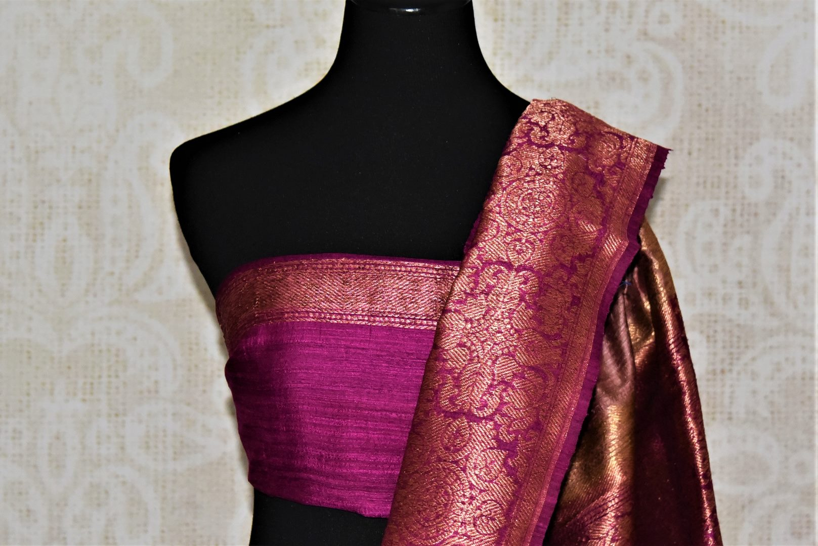 Buy beautiful dusty pink tussar Benarasi sari online in USA with magenta antique zari border. Keep your ethnic style updated with latest designer saris, handloom sarees, pure silk sarees from Pure Elegance Indian fashion store in USA.-blouse pallu