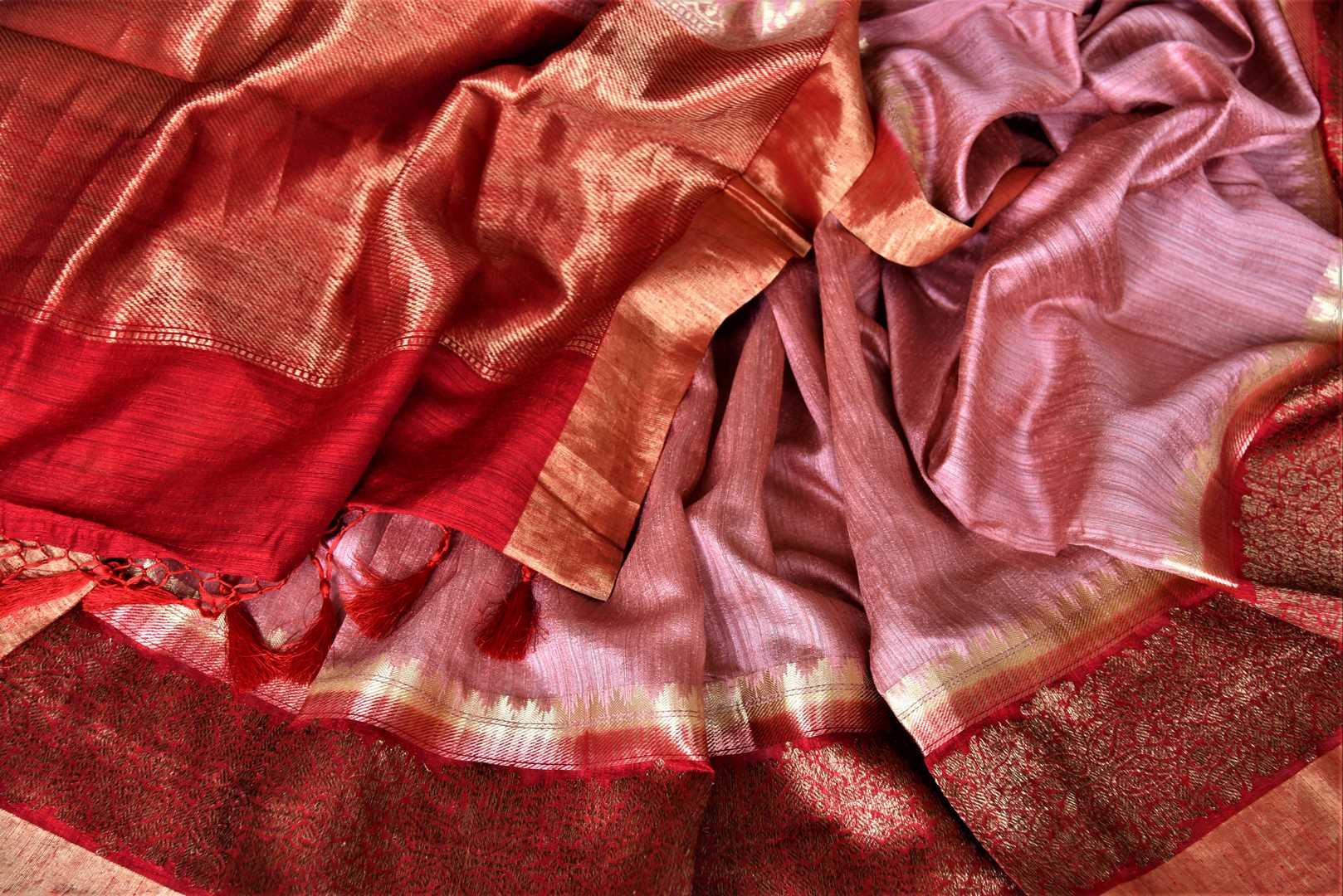 Shop beautiful dusty pink tussar Banarsi sari online in USA with red antique zari border. Choose tasteful handloom saris for special occasions from Pure Elegance. Our exclusive Indian fashion store has a myriad of exquisite pure silk saris, tussar sarees, Banarasi sarees for Indian women in USA.-details