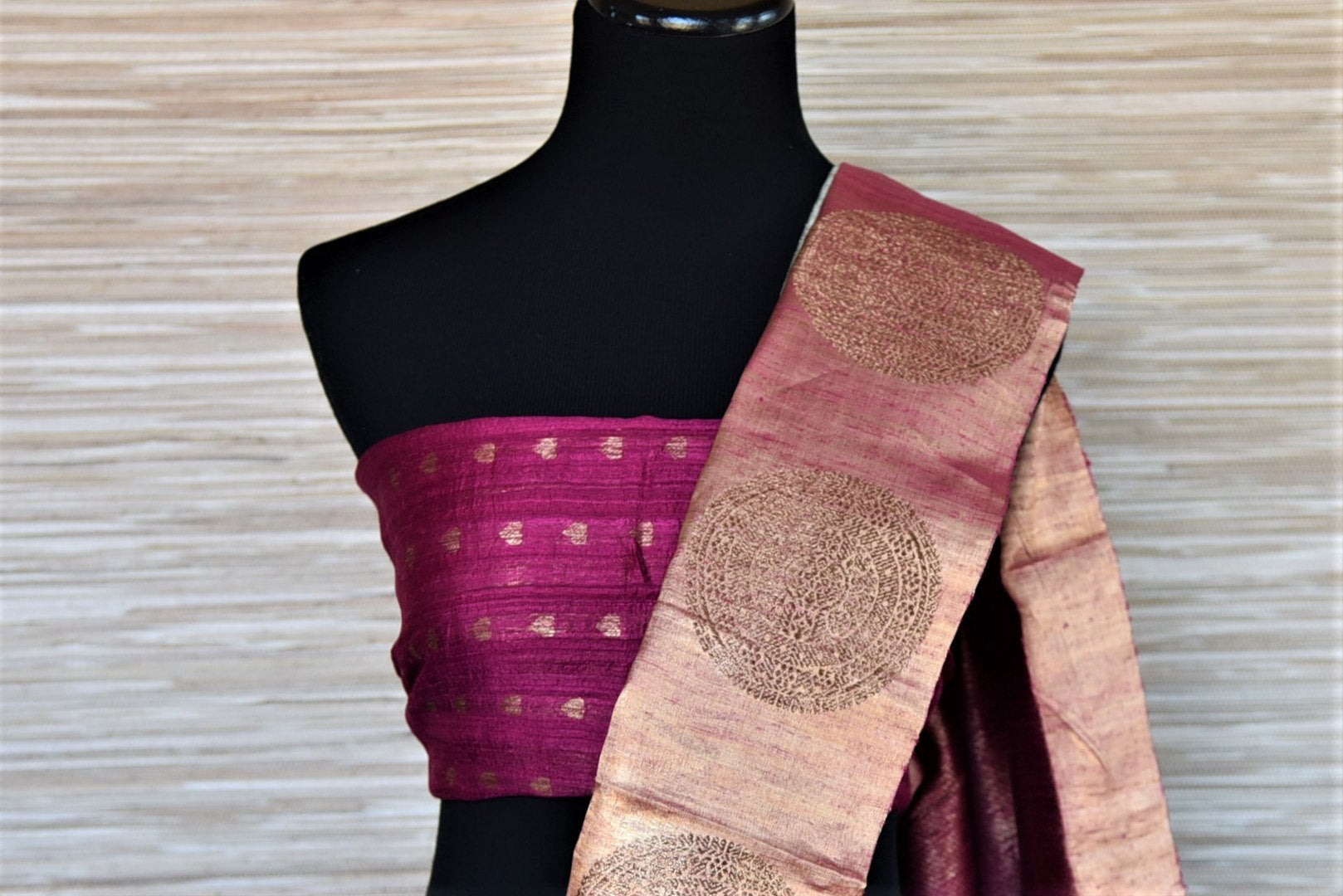 Shop stunning mint green tassar Banarasi sari online in USA with magenta antique zari buta border. Go for a distinct and tasteful saree style on special occasions with handwoven sarees, pure Banarasi saris from Pure Elegance Indian fashion store in USA.-blouse pallu