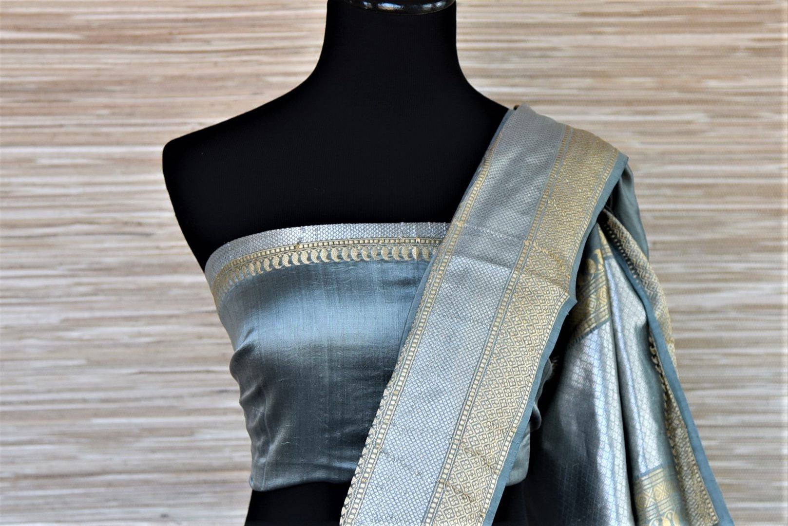 Buy greyish blue Banarasi silk saree online in USA with silver zari border. Dazzle on weddings and special occasions with exquisite Indian designer sarees, Banarasi sarees from Pure Elegance Indian fashion store in USA.-blouse pallu