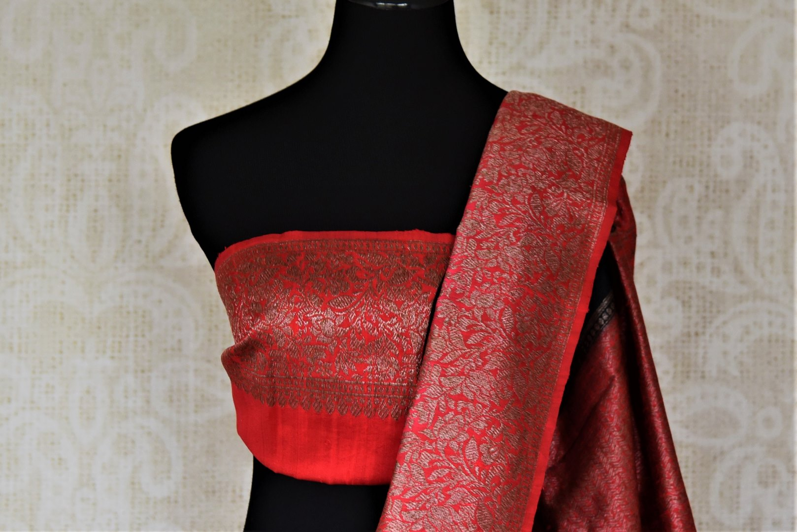 Buy black tussar Banarasi sari online in USA with zari buta and red zari border. Choose tasteful handloom saris for special occasions from Pure Elegance. Our exclusive Indian fashion store has a myriad of exquisite pure silk saris, tussar sarees, Banarasi sarees for Indian women in USA.-blouse pallu