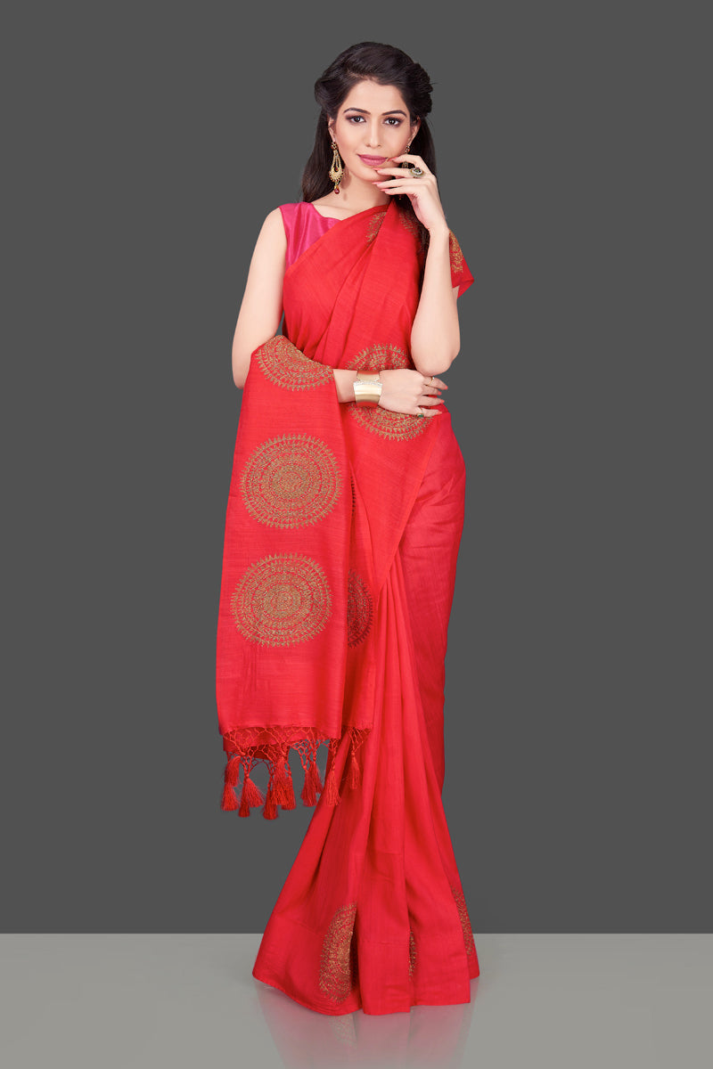 Shop stunning red borderless muga Banarasi sari online in USA with big antique zari buta. Shop beautiful Banarasi sarees, georgette sarees, pure muga silk sarees in USA from Pure Elegance Indian fashion boutique in USA. Get spoiled for choices with a splendid variety of Indian saris to choose from! Shop now.-frontlook
