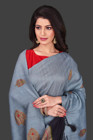 Buy light grey borderless muga Banarasi saree online in USA with floral zari buta. Shop beautiful Banarasi sarees, georgette sarees, pure muga silk sarees in USA from Pure Elegance Indian fashion boutique in USA. Get spoiled for choices with a splendid variety of designer saris to choose from! Shop now.-closeup