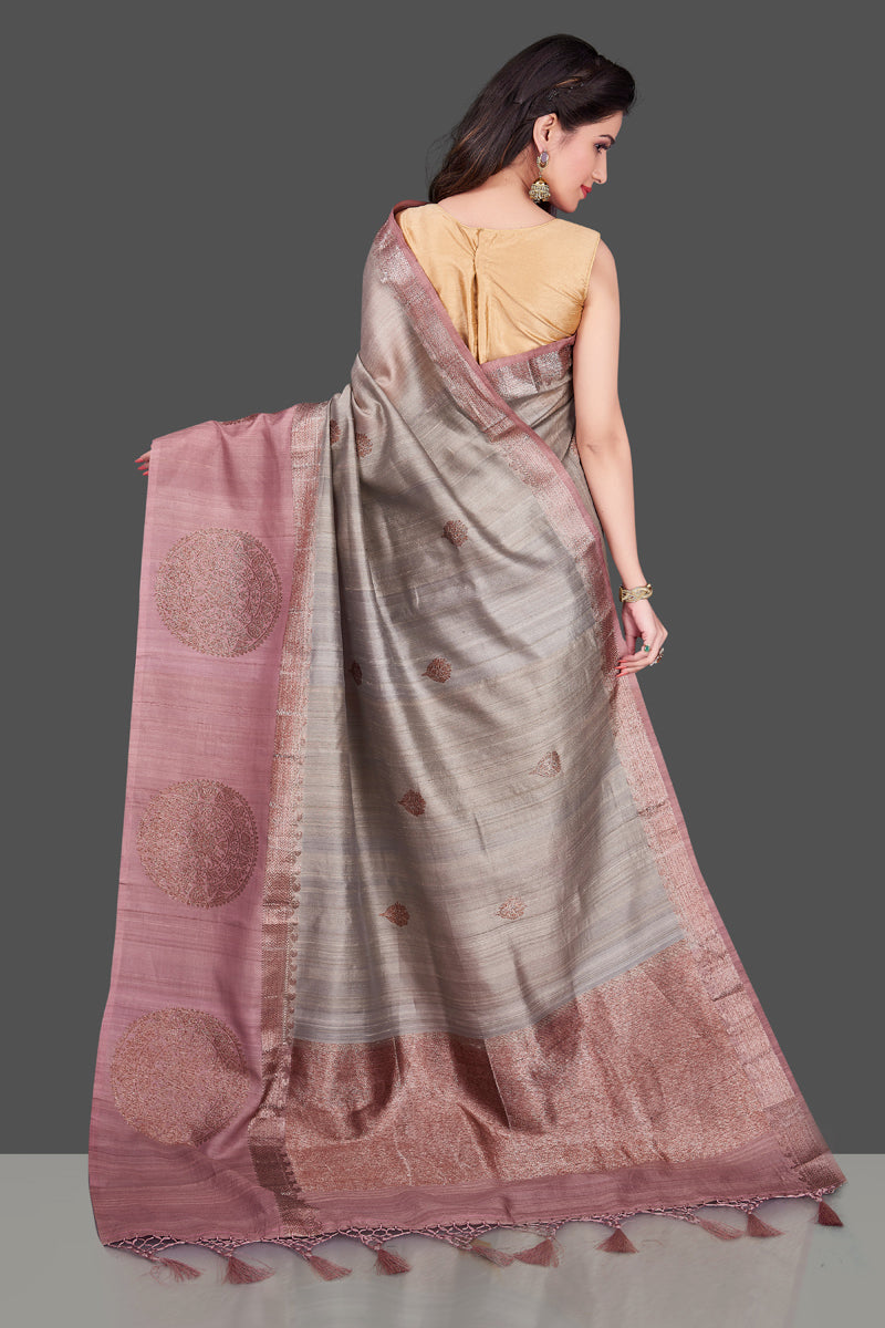 Shop grey tassar Benarasi saree online in USA with zari buta on mauve border. Shop beautiful Banarasi georgette sarees, tussar saris, pure muga silk saris in USA from Pure Elegance Indian fashion boutique in USA. Get spoiled for choices with a splendid variety of Indian sarees to choose from! Shop now.-back
