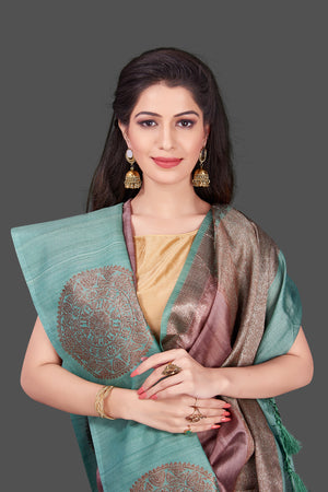 Buy beautiful mauve color tassar Benarasi saree online in USA with zari buta on green border. Shop beautiful Banarasi georgette sarees, tussar saris, pure muga silk saris in USA from Pure Elegance Indian fashion boutique in USA. Get spoiled for choices with a splendid variety of Indian sarees to choose from! Shop now.-closeup