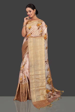 Shop stunning powder pink floral linen Banarasi sari online in USA with zari border. Look charming on festivals and weddings with stunning Banarasi sarees from Pure Elegance Indian clothing store in USA. Your one stop destination for Indian fashion in USA!-side