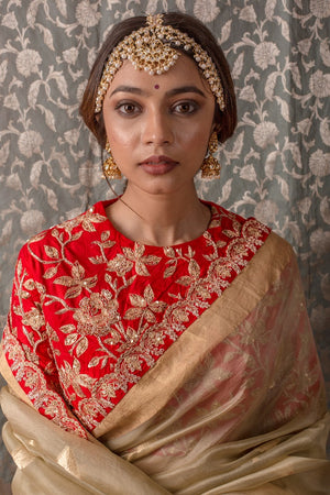 Buy plain gold embroidered handloom saree online in USA. Saree has fine work and heavy red border with golden design. Red blouse has heavy golden embroidery work and its of elbow length. Be the talk of parties and weddings with exquisite designer sarees from Pure Elegance Indian clothing store in USA.Shop online now.-close up