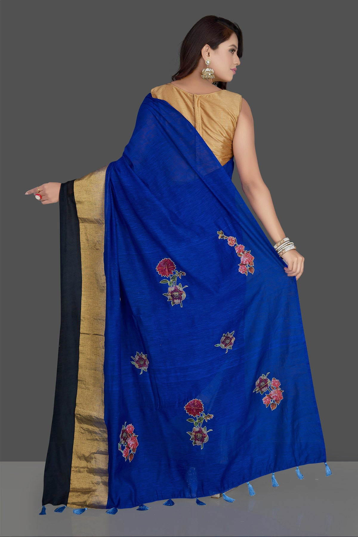 Buy beautiful indigo blue floral applique linen saree online in USA with floral saree blouse. Radiate elegance with designer sarees with blouse, linen sarees from Pure Elegance Indian fashion boutique in USA. We bring a especially curated collection of ethnic saris for Indian women in USA under one roof!-back
