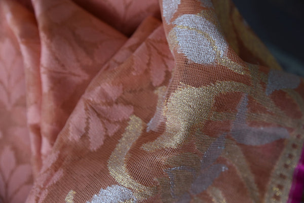 90A723 Buy this lovely woven floral saree from India online in USA at Pure Elegance. The peach jute saree makes for an great party saree, and wedding saree and will be a fantastic addition to your Indian clothing collection.
