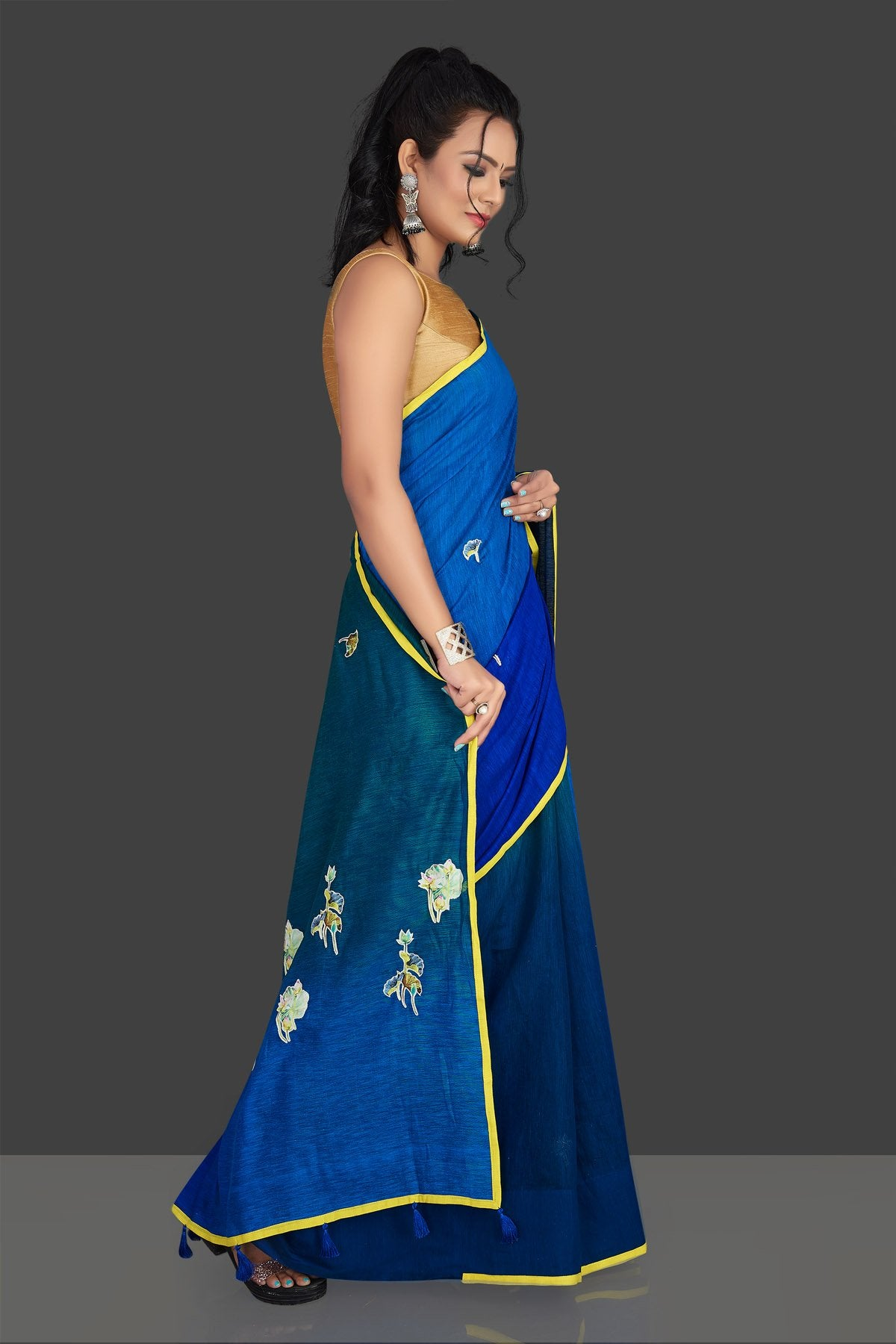 Shop blue and green applique work linen saree online in USA with white floral saree blouse. Radiate elegance with designer sarees with blouse, linen sarees from Pure Elegance Indian fashion boutique in USA. We bring a especially curated collection of ethnic saris for Indian women in USA under one roof!-pallu