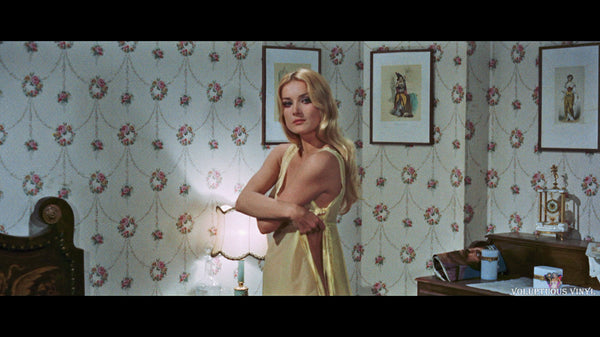 Barbara Bouchet undressing in Amuck
