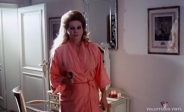 Anita Ekberg in pink robe about to get murdered