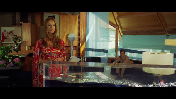 Barbara Bouchet questioned by the police in Don't Torture A Duckling