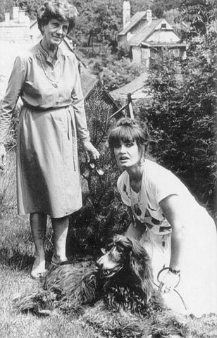 Marisa Mell with her mother and dog