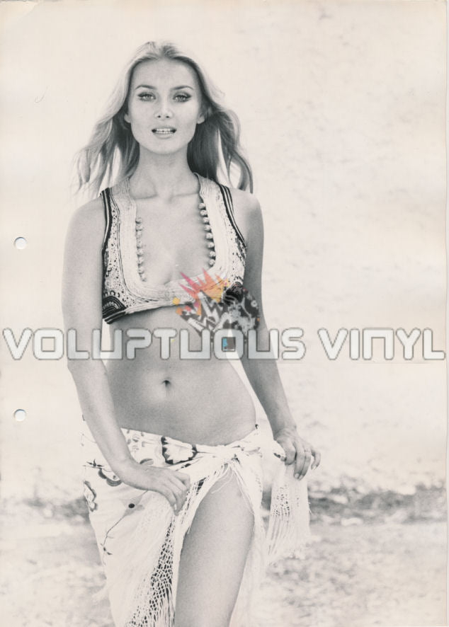Sexy Barbara Bouchet in bohemian outfit