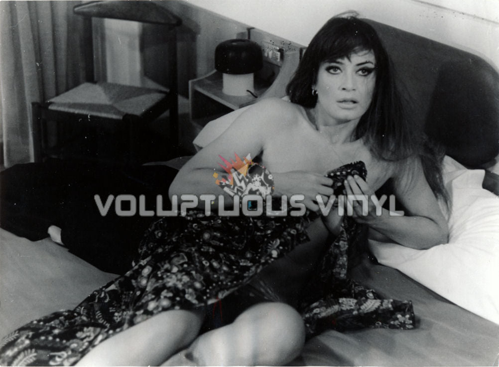 Beast With A Gun - Marisa Mell Nude in Bed