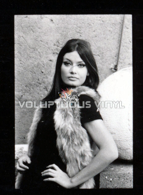 Marisa Mell Headshot Photo