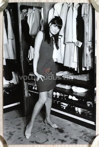 Marisa Mell Early 1970's Italian Press Photo Posing In Walk-in Closet
