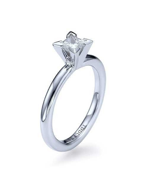 Platinum Princess Cut 4-Prong Solitaire Engagement Ring - 1ct D-VS2 Diamond - Custom Made
