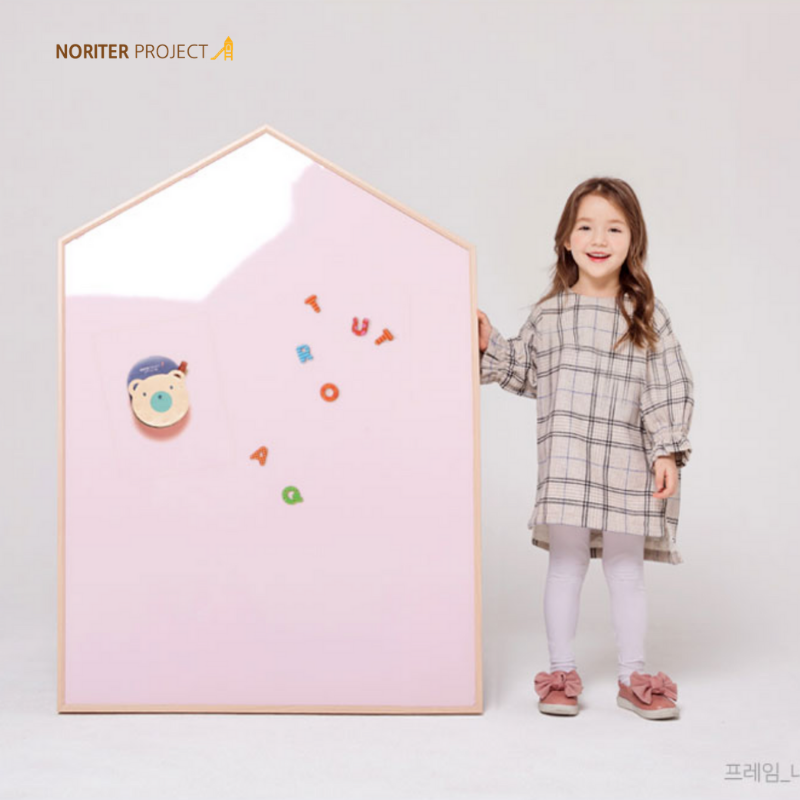 Noriterboard - Lillie Hus Board One Tone in Natural Wood (M size) - Pink