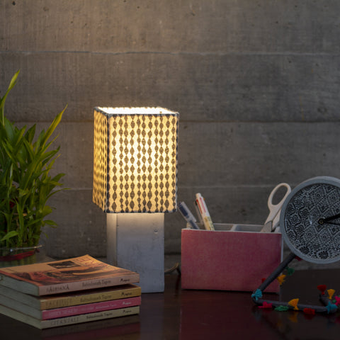 EMBROIDERED TABLE MESH LAMP
