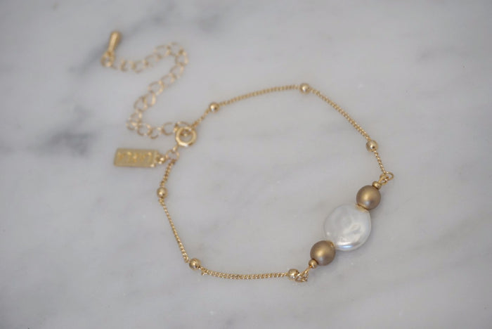 LA2LA Handmade Gold And Pearl Color Beaded Bracelet