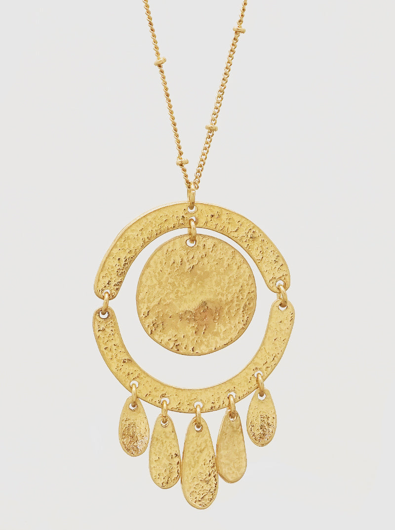 WORN GOLD ROUND SHAPE METAL PENDANT LONG NECKLACE