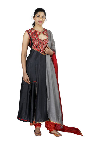 Black Sleeveless Silk Salwar