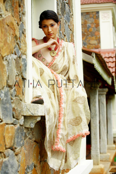 Apsara – Ethereal off-white tissue with gold paisleys