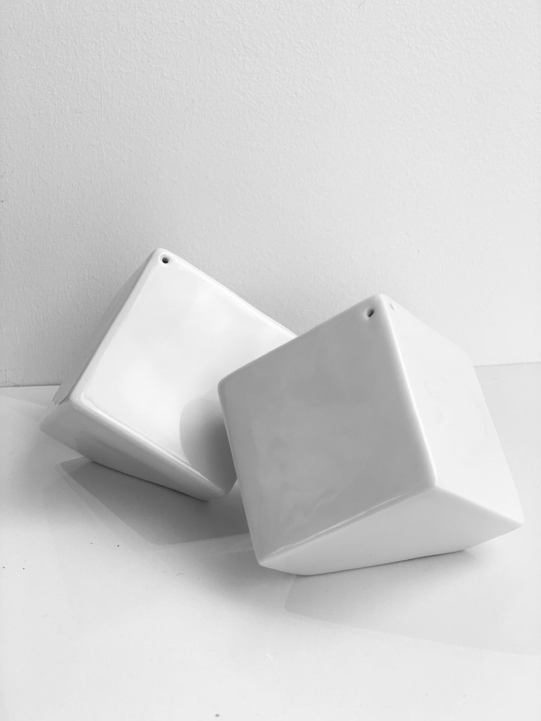 Cube Salt and Pepper shakers. SPIN-SALTPEPPER