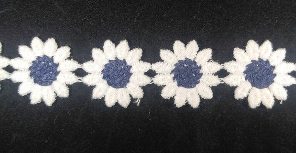 "1"" Venice Lace Daisy Trim Col. White / Navy - Put up: 10 Continuous Yards"