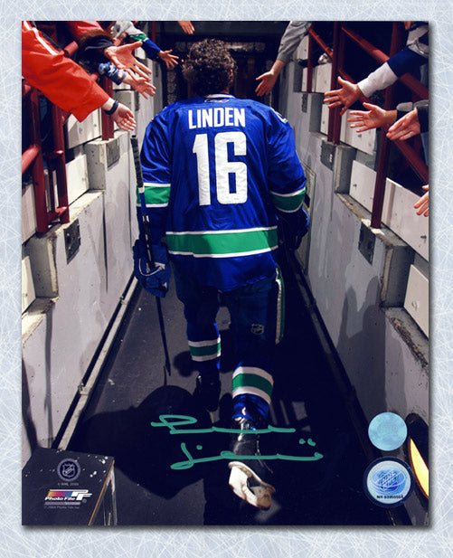 Trevor-Linden-Vancouver-Canucks-Autographed-Reverse-Tunnel-Walk-8x10-Photo