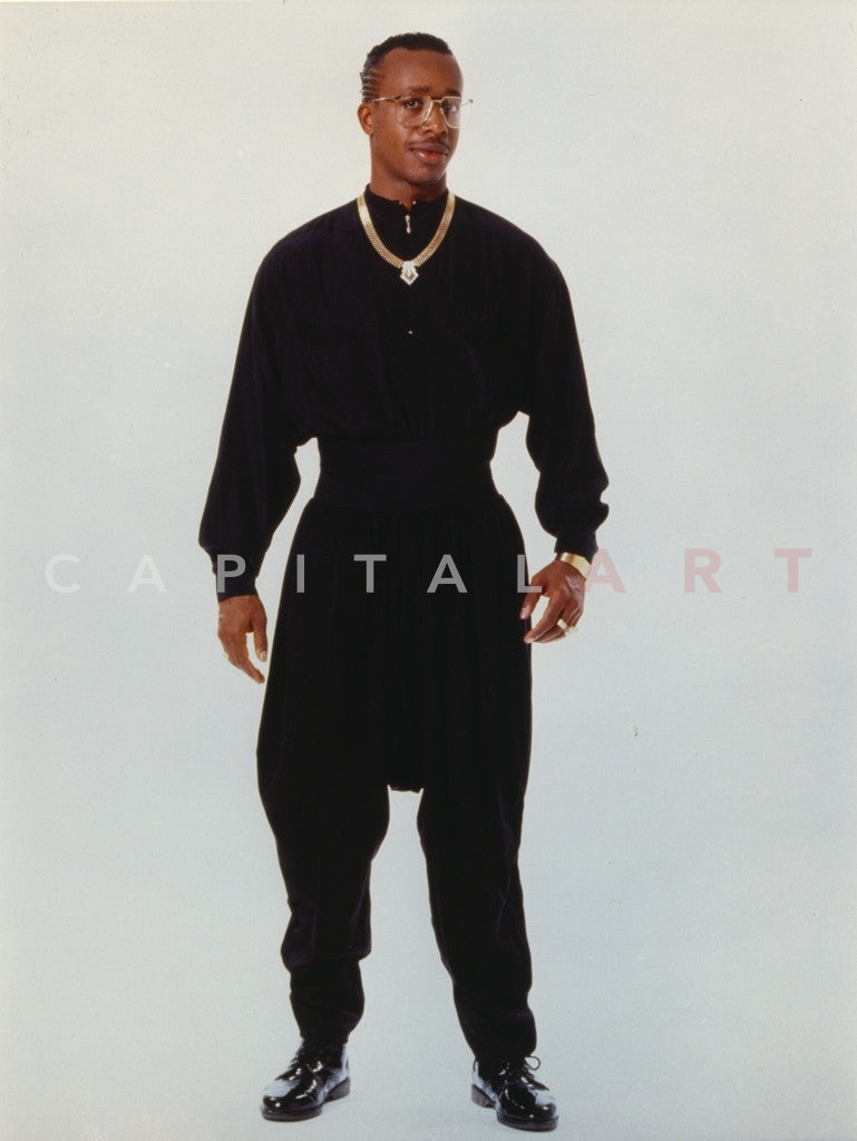 Mc Hammer Posed In Black Outfit With Necklace Premium Art