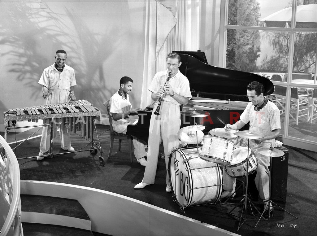 Benny Goodman Playing in Black and White With Band Premium Art Print