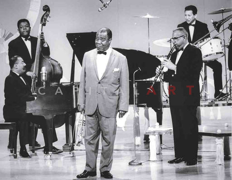 1960s LOUIS ARMSTRONG Satchmo Entertains the Crowd!