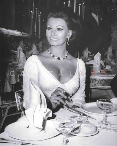 1950s SOPHIA LOREN a MOUTH-WATERING Shot at DINNER!