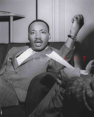 1960s Original Photo MARTIN LUTHER KING - an ANIMATED DR. KING MAKES a POINT